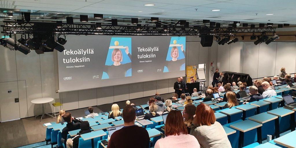 Kuva Tekoälyllä tuloksiin seminaarista, kun Matti Welin esittelee ITKO hanketta.